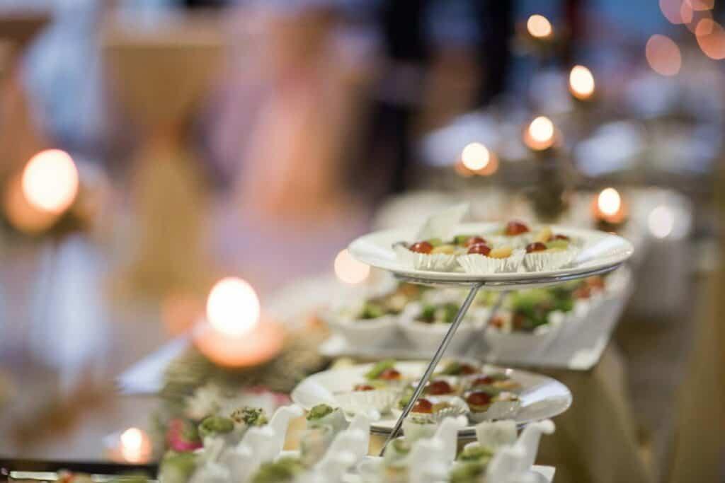 อาหารงานแต่งสไตล์งานเลี้ยงปาร์ตี้