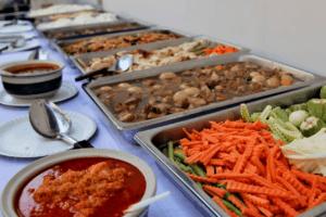 อาหารทำบุญงานบวช ควรจัดกับ Catering หรือจัดเอง